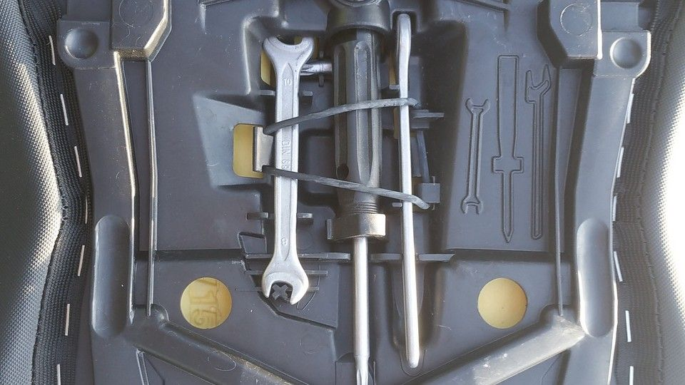 BMW 1200 GS Motorbike inspection tools
