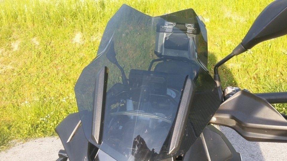 BMW 1200 GS Motorbike inspection windshield