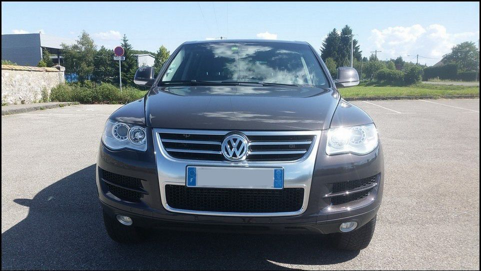 Volkswagen Touareg inspection front view