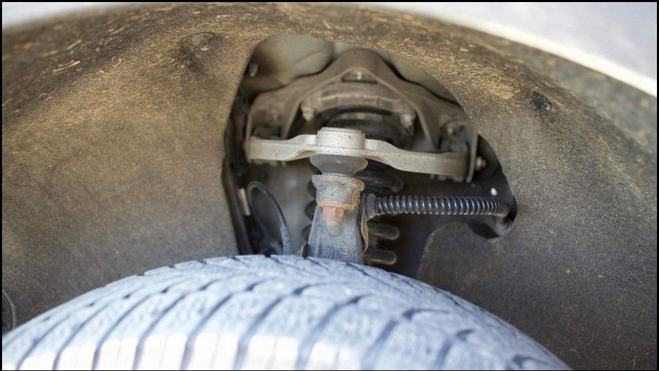 Volkswagen Touareg inspection front left suspension