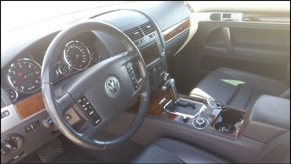 Volkswagen Touareg inspection inside dashboard left side