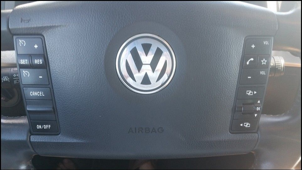Volkswagen Touareg inspection steering wheel