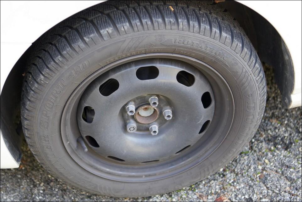 Volkswagen Polo front left tyre