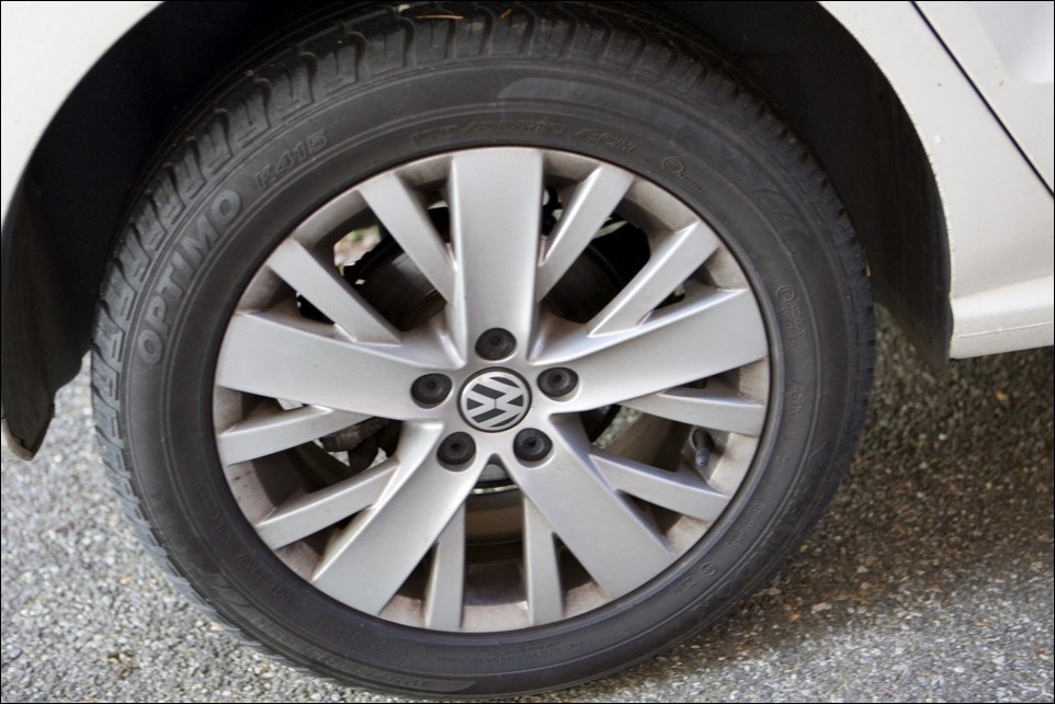 Volkswagen Polo rear right tyre
