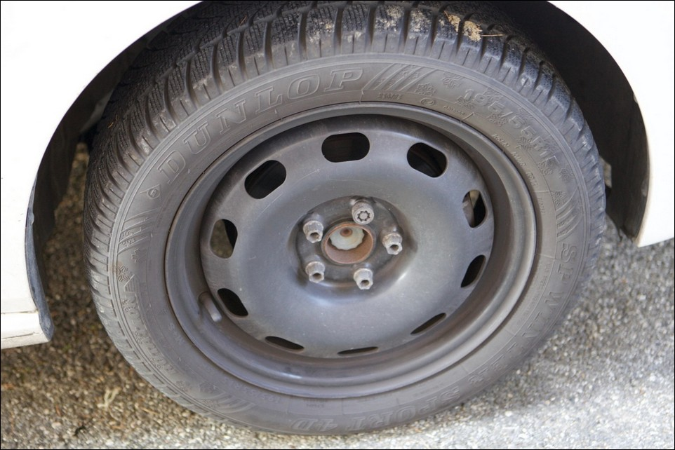 Volkswagen Polo front right tyre