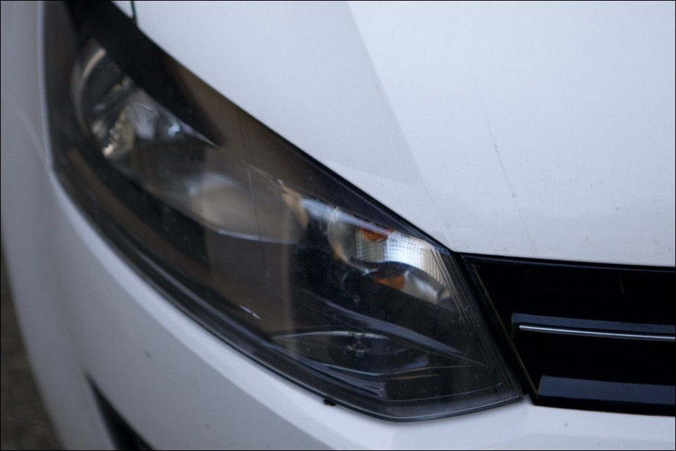 Volkswagen Polo right head light