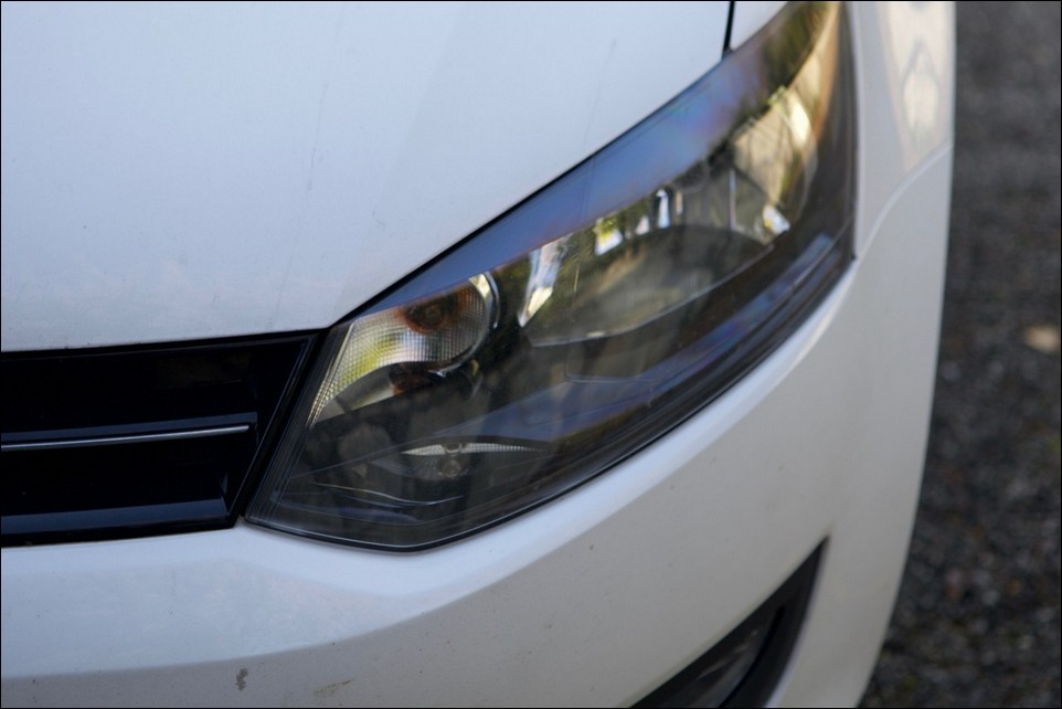 Volkswagen Polo left head light