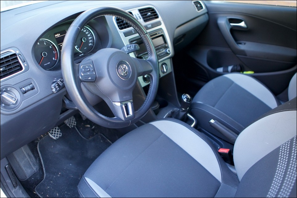 Volkswagen Polo inside