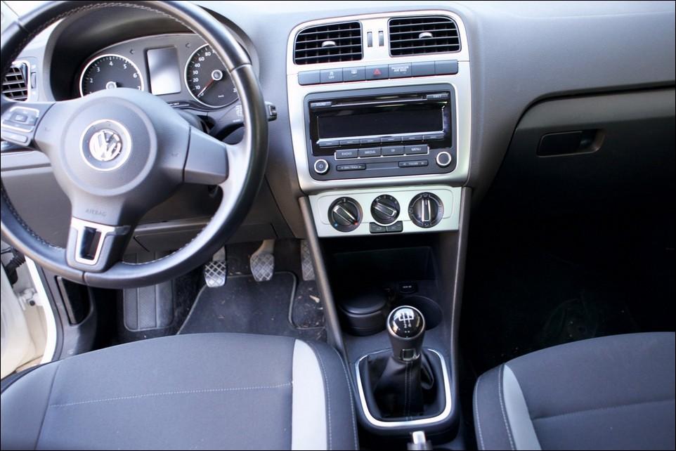 Volkswagen Polo main console